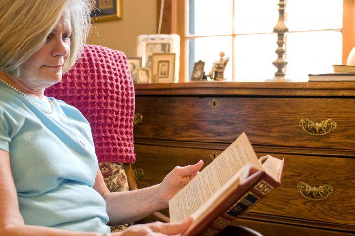 woman-reading-book-725x482.jpg
